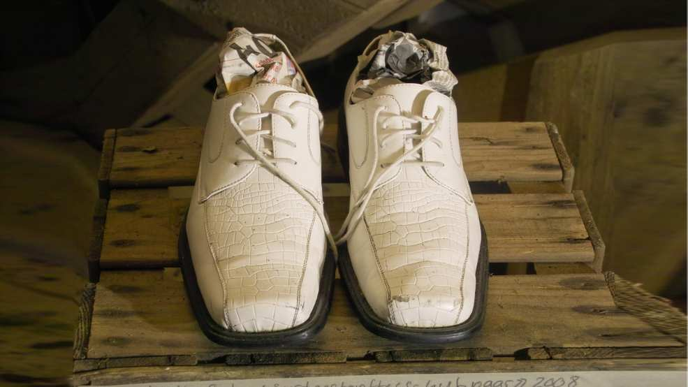 Sport Stuffed Pair of Shoes, a art object by Martin Gut anl�sslich des art projectes Penalty instead of One-Two w�hrend der Euro08 im KKL Uffikon, 2008